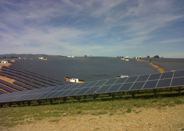 Solar-plant-in-Les-Mees-Eiffage-Energia
